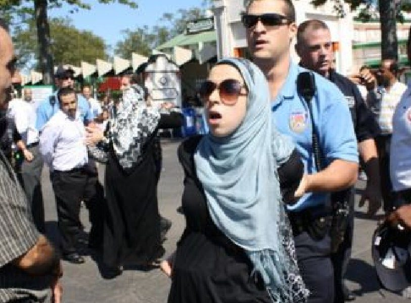 Policajac Hidzab Muslimanka